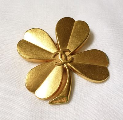 chanel 4 leaf clover brooch.jpg