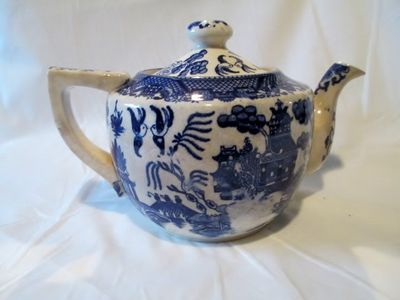 Blue Willow Teapot 1.JPG