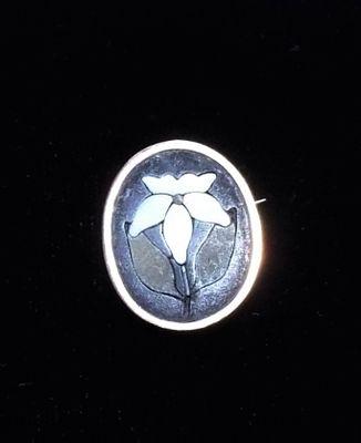 Lousy photo of a bitty pietra dura pin.