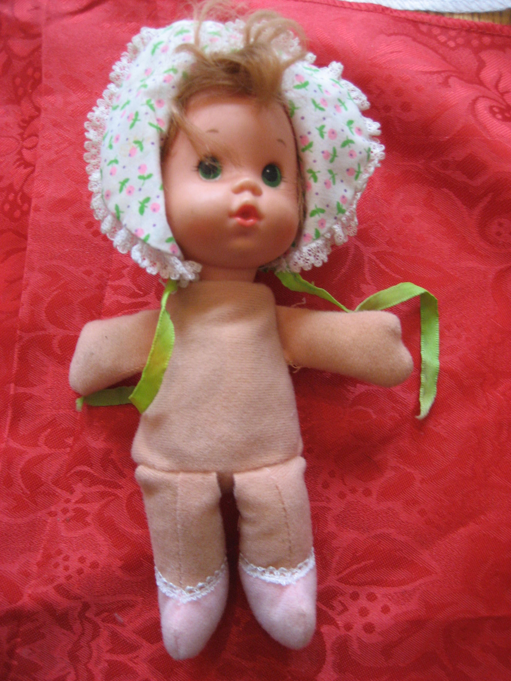TAGGED MATTEL BABY DOLL -- DOES SHE HAVE A NAME?