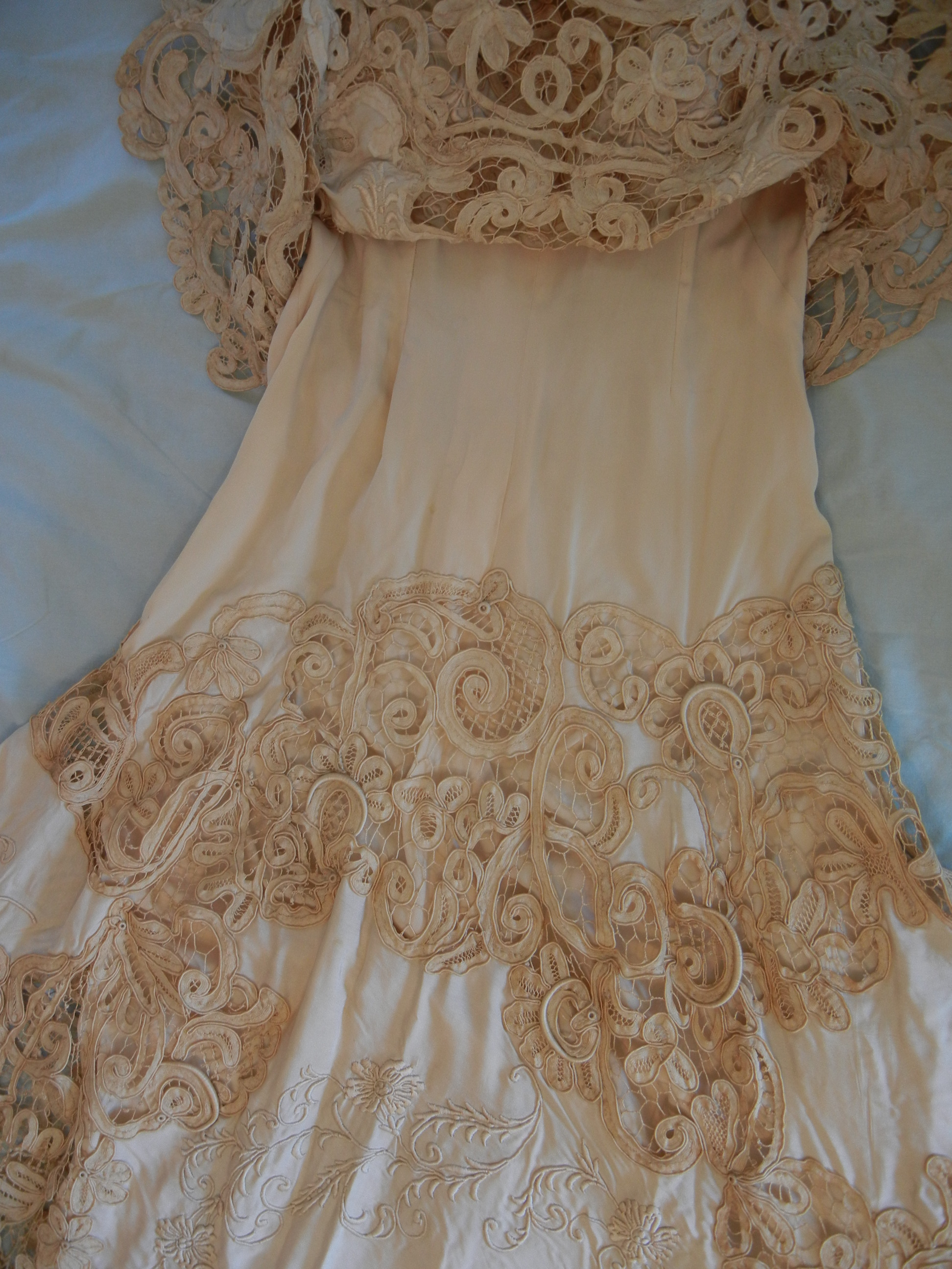 Beautiful BATTENBURG LACE Wedding Dress How Rare