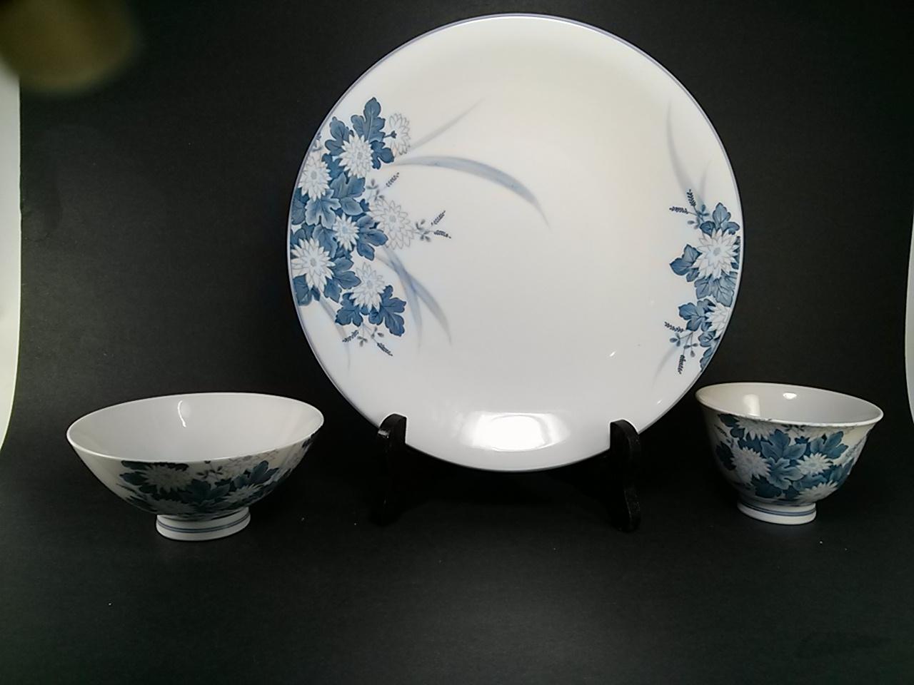Asian mark porcelain, female superhero nude